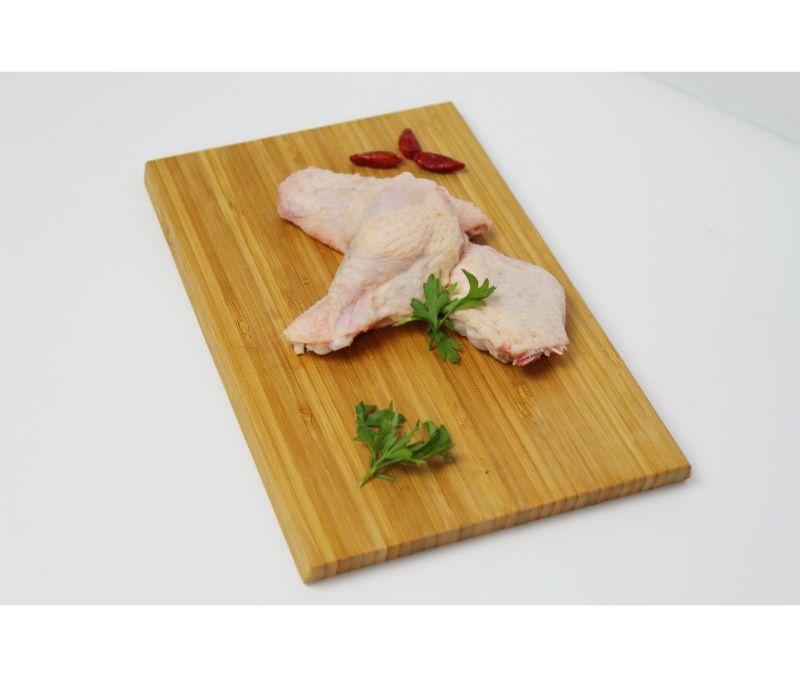 Alas partidas de pollo en bandeja (1 caja de 12 bandejas)